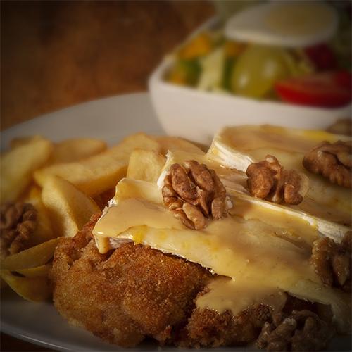 Schnitzel Provence met brie, walnoten en honingmosterd saus