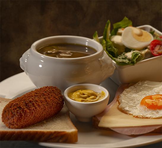12 Uurtje | met vleeskroket, 1/2 uitsmijter, kleine Zondagse soep, salade